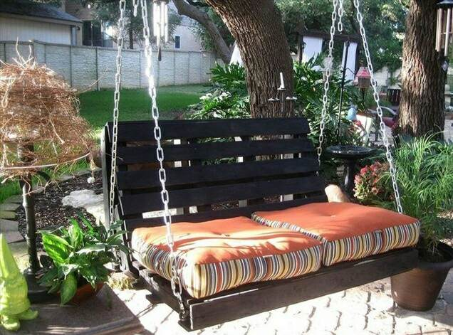 swinging in a warm summer evening could be a best pastime in your garden if you buy one pallet swings are cheaper and in fashion or you can make your own - Garden Ideas With Pallets