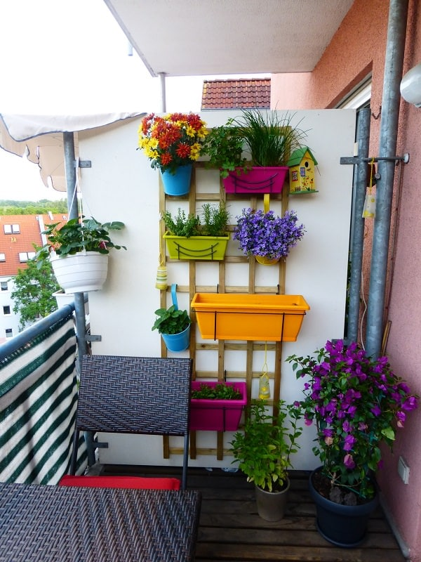 Vertical balcony garden ideas balcony garden web for Balcony garden