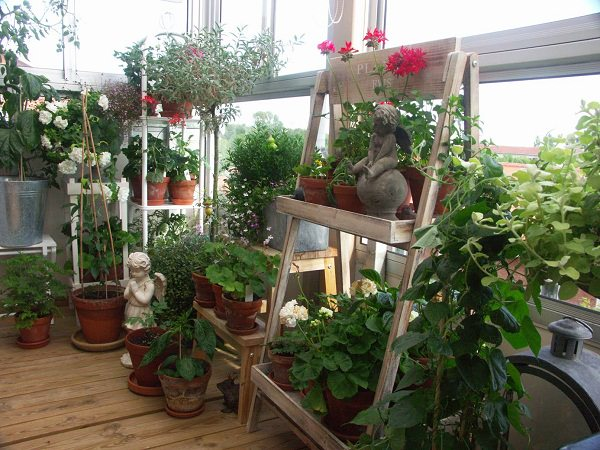 vertical balcony garden ideas balcony garden web. Black Bedroom Furniture Sets. Home Design Ideas