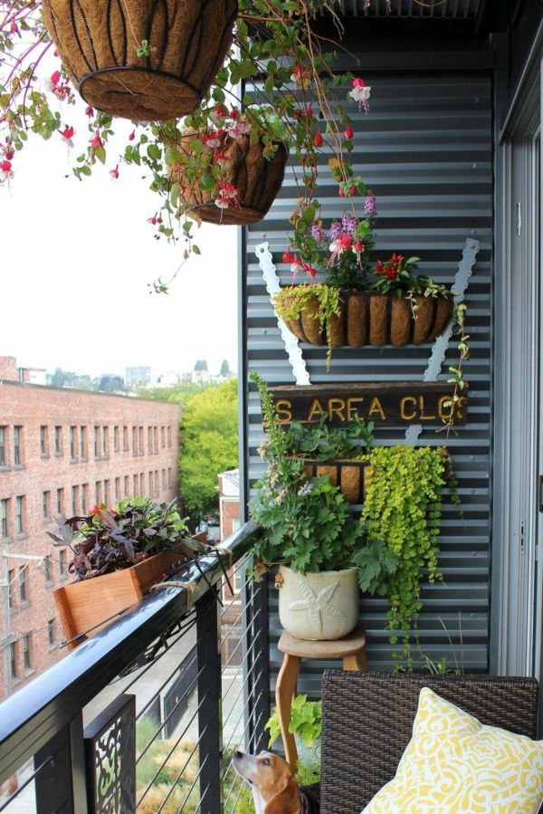 Vertical balcony garden ideas balcony garden web for Small balcony ideas on a budget