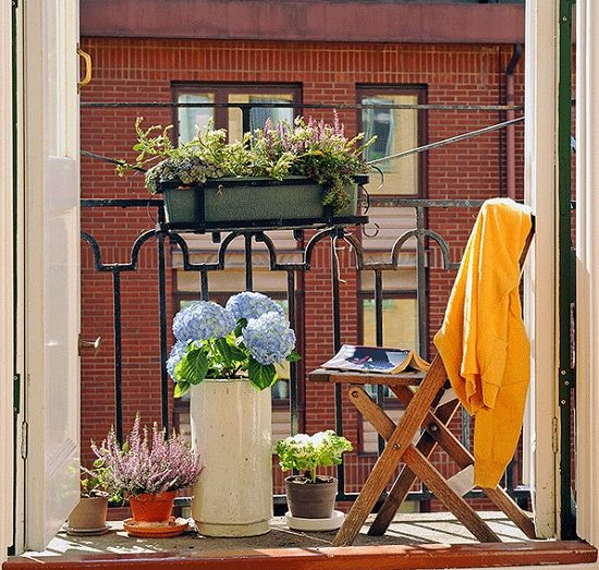 10 small balcony garden ideas you should look. Black Bedroom Furniture Sets. Home Design Ideas