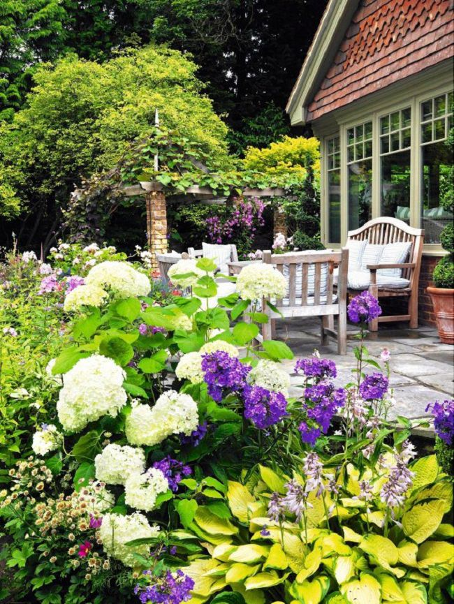 Landscaping with Hydrangeas | 15 Garden Design Ideas