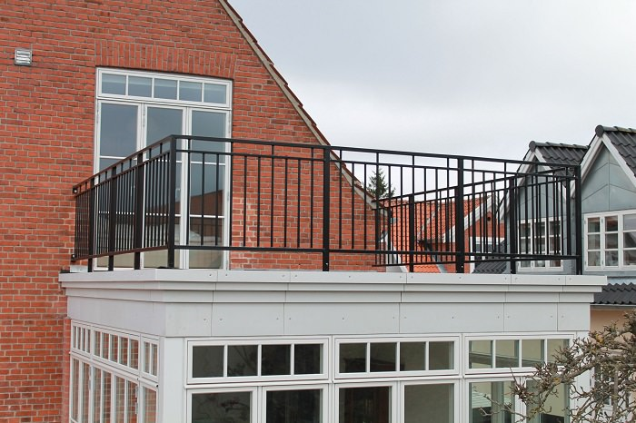 23 balcony railing designs pictures you must look at for Best house balcony design