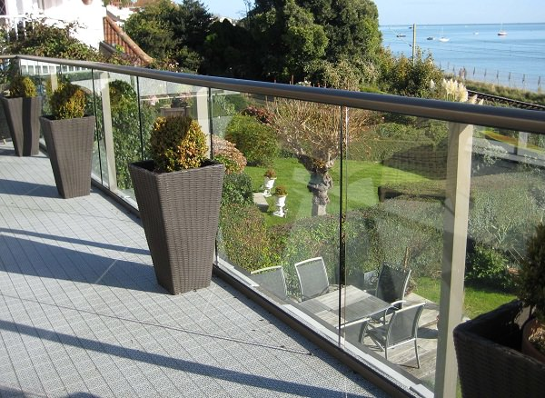 Glass Railing Choosing Balcony Railing_mini