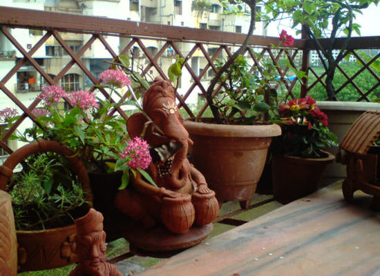8 apartment balcony garden decorating ideas you must look for Artificial flowers for home decoration india