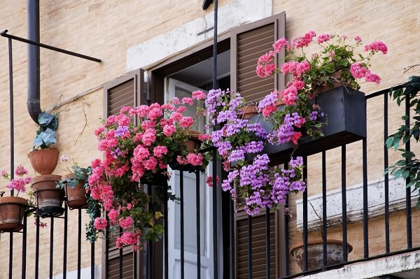 11 small apartment balcony ideas with pictures balcony for Apartment patio garden design ideas