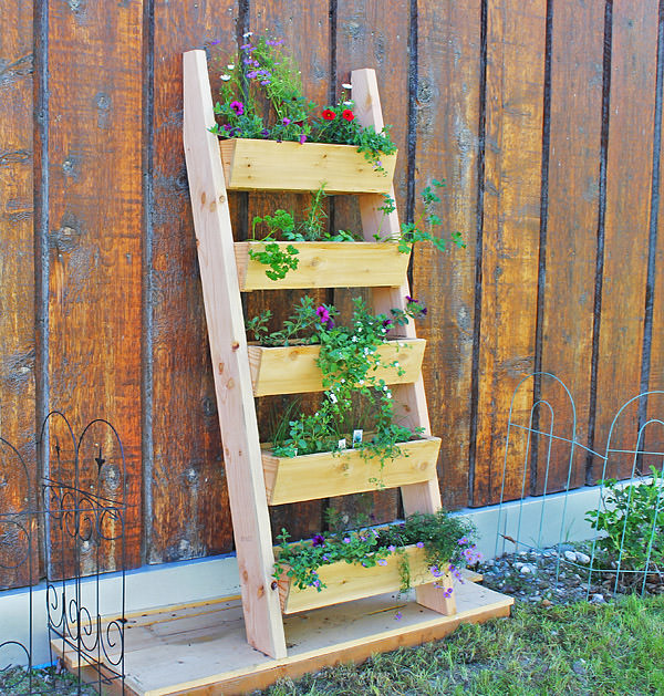 20 amazing diy garden furniture ideas diy patio outdoor diy ladder planter solutioingenieria Gallery