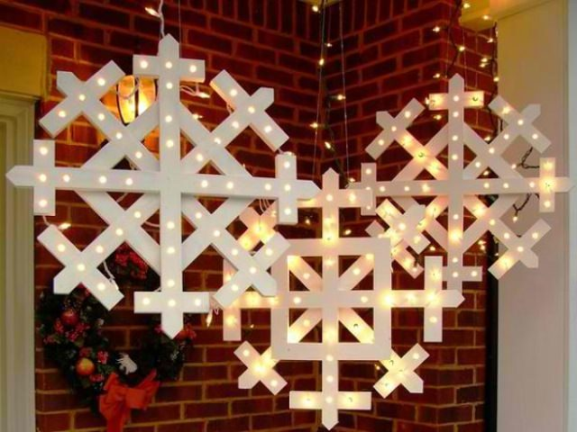 This Christmas Take Inspiration From Mother Nature And Make A Couple Of Snowflakes Wood Hang Them Up Tree Branches Or Your Front Porch