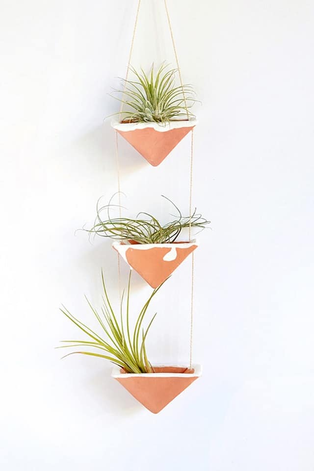 16 offbeat diy hanging planter ideas balcony garden web for Air plant holder ideas