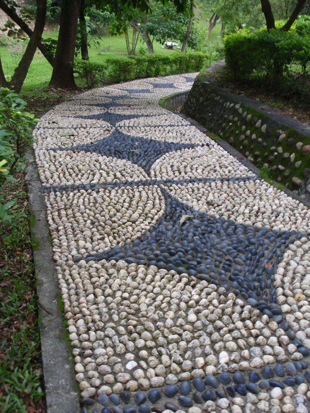 Awesome When You Prepare The Grout For Placing The Garden Pebbles Make Sure That  You Avoid Putting Too Much Of Water Because Adding A Lot Of Water Can  Result In A ...