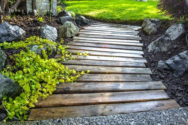 This Garden Path Idea Uses Wood Pallets Placed One After The Other, Though  Leaving A Small Space In Between. To Do This, Youu0027ll Need To Firmly Place  The ...