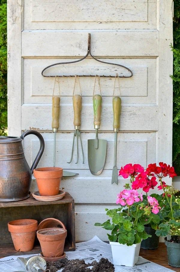 21 most creative and useful diy garden tool storage ideas for Ideas para colgar plantas
