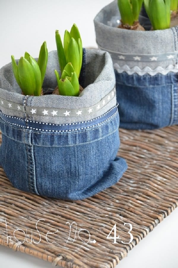 13 diy jeans uses in the garden balcony garden web. Black Bedroom Furniture Sets. Home Design Ideas