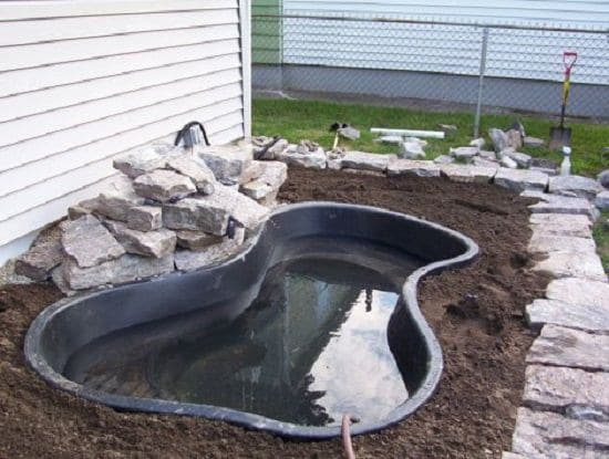 21 diy water pond ideas diy water gardens for backyards for Koi pond filter diy