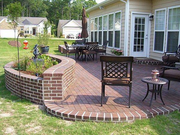 Using Bricks in the Garden   Smart Ideas for Garden Design on Backyard Brick Wall Ideas id=47851