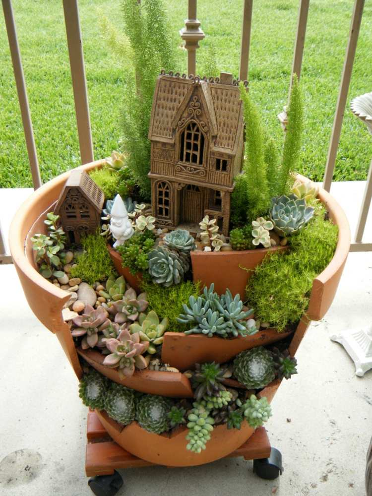 47 Succulent Planting Ideas with Tutorials | Succulent ... on Tree Planting Ideas For Backyard id=66591