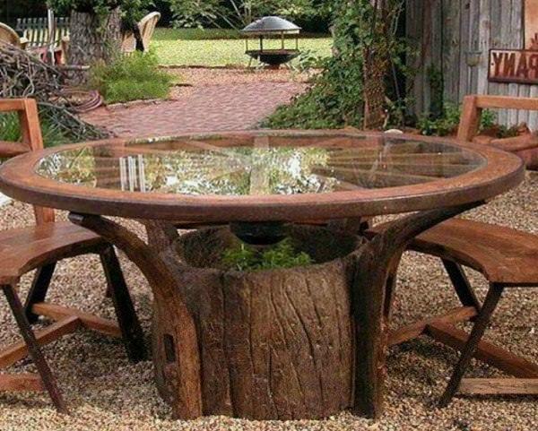 Tree Stump Garden Ideas 7