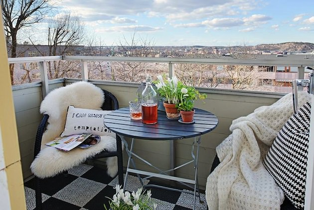 things to have in a balcony apartment balcony ideas balcony garden web. Black Bedroom Furniture Sets. Home Design Ideas
