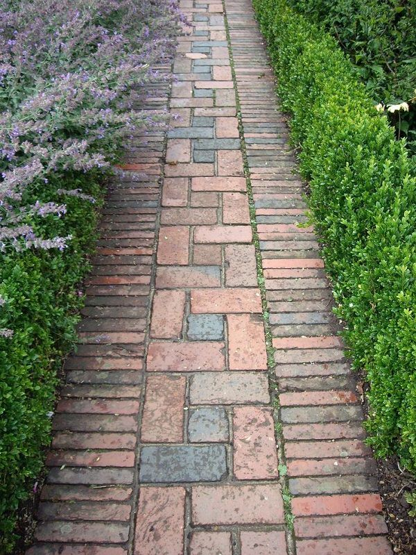 Bricks Are Another Material That Can Be Used For Creating Amazing Garden  Pathways. You Can Play With The Patterns As Well. One Of Its Kind Of  Tutorial Is ...