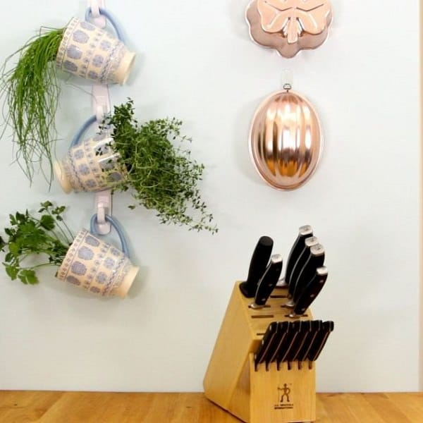 Delicieux Growing Herbs In Your Kitchen, If It Receives A Few Hours Of Sunlight  Vertically By Making This Do It Yourself Hanging Herb Garden Using Command  Hooks.