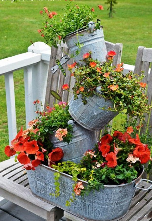 Charmant Take A Cue From This DIY To Make Your Tipsy Flower Tower Using A Galvanized  Tub And A Series Of Smaller Pails. Itu0027s A Great Way To Showcase Colorful  Blooms ...